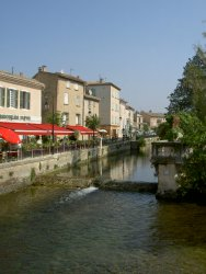 The Sunday morning markets and the 300 antique dealers have earned an international reputation for Isle sur la Sorgue... A tour from Avignon, Aix and Marseille